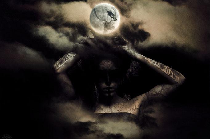 SHE | 201302 • www.visovio.de • per aspera ad astra, moon deity, mother of sebitti, istar, ishara