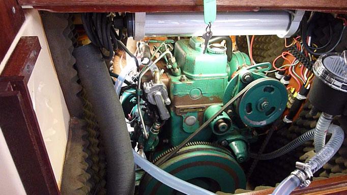Motor mit neuem Thermostatgehäuse und umgeleitetem Kühlkreislauf für Probelauf