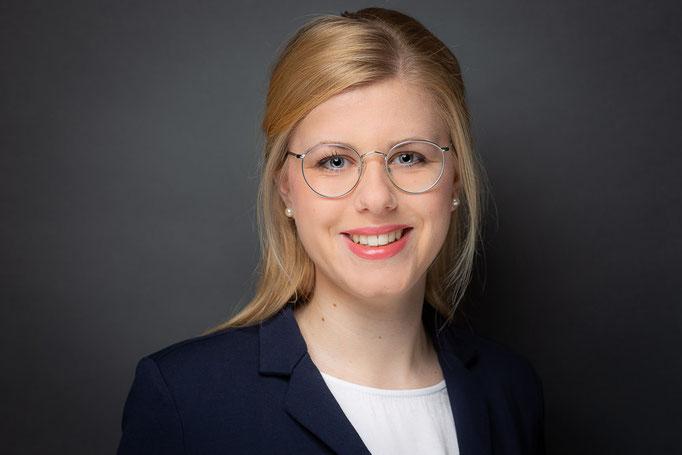 Johanna Jäger    Beratung Uhren & Schmuck & Trauringe