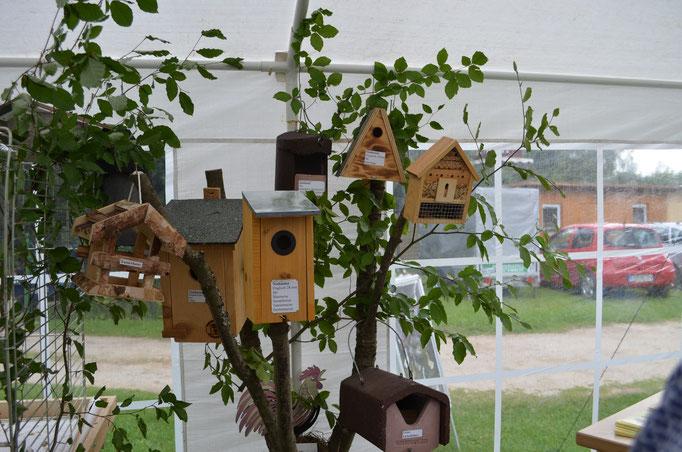 verschiedene Vogelhäser laden unsere Wilden Gäste zum verweilen ein