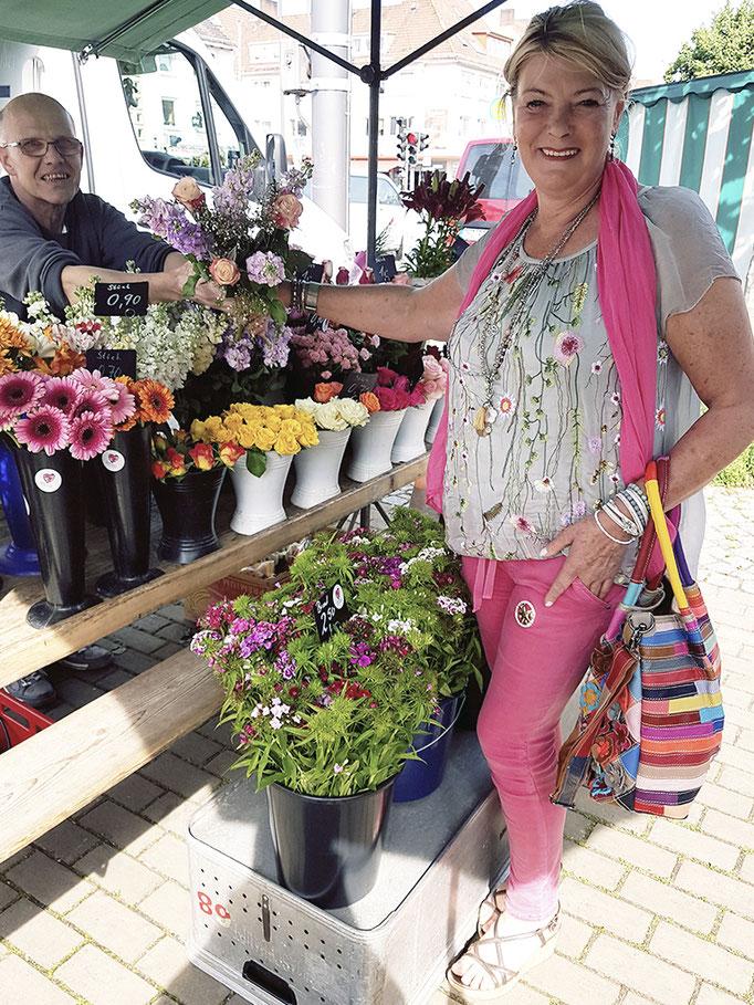 Hippie Flower Power is back again!