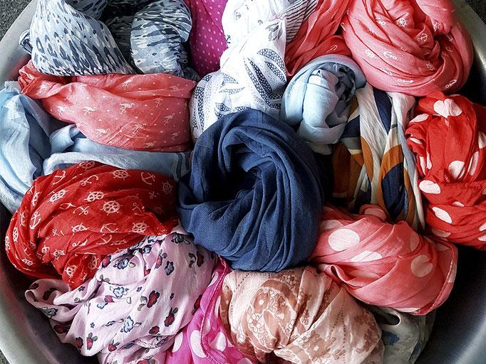 Aktuelle Tücher aus Baumwolle und Seide in großer Auswahl!