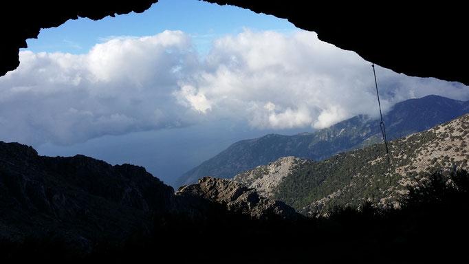 28.10.2017 - Foto © Italo Macis: Die Höhle nahe der Quelle Zarani.