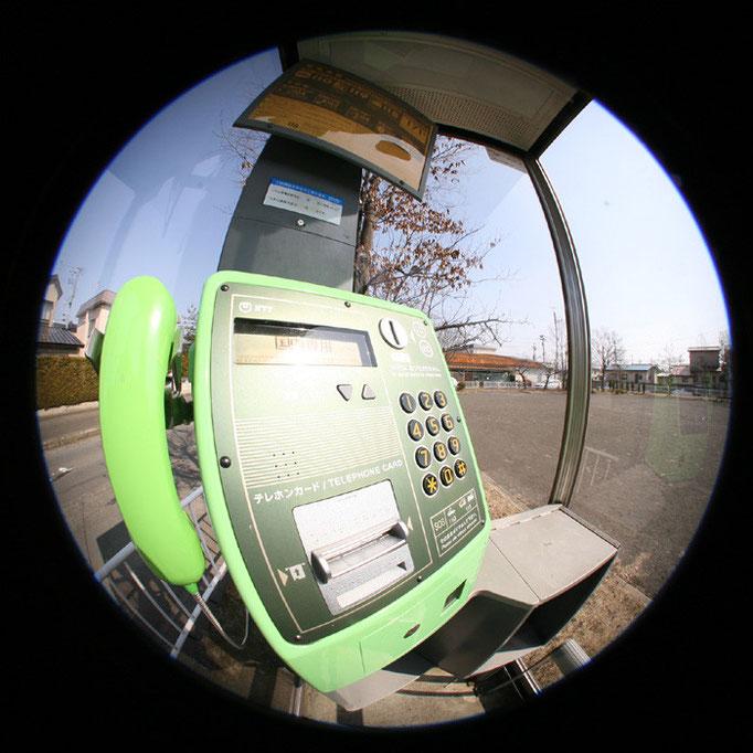 電話ボックスに入る