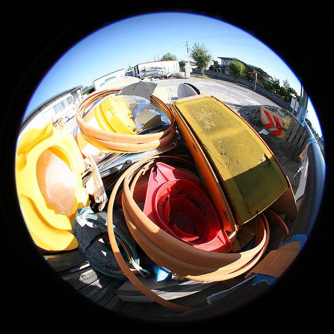 fragments26/資材置き場の黄色と赤