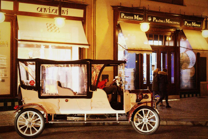 Historisches Auto in Prag