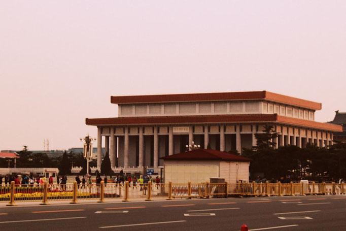 Das Mao Mausoleum auf dem Platz des Himmlischen Friedens