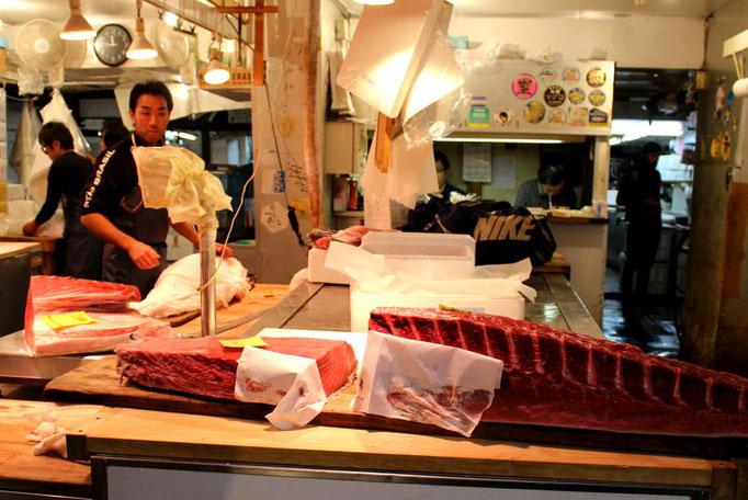 Auf dem Tsukiji Fischmarkt