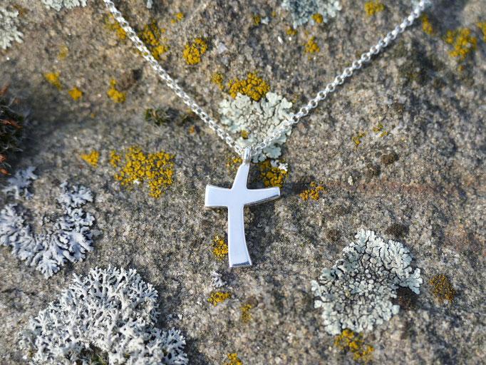asymetrisches Kreuz aus Silber