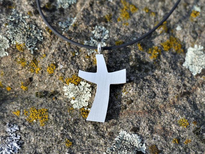 Kreuz aus Ebenholz - Rückseite in Silber