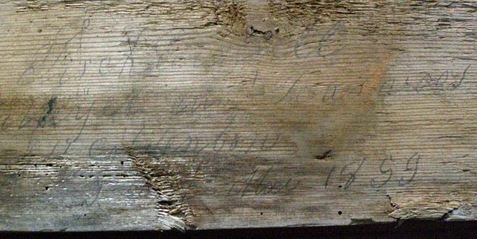 Widmung eines Tischlers auf Holzbalken, geborgen aus dem Innern der Ruine