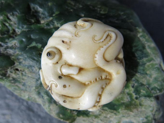Octopus manju Netsuke