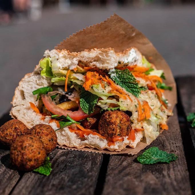 Vegan Falafel Sandwich in Bonn Marktplatz