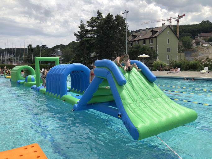 location-toboggan-gonflable-eau-piscine