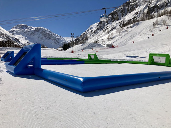 terrain-foot-gonflable-neige-hiver-station