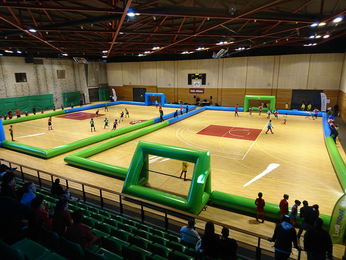 location-terrain-foot-gonflable-gymnase-publier