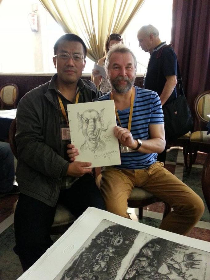 Der chinesische Sammler Li Zhongke zusammen mit dem russischen Künstler Sergey Tyukanov