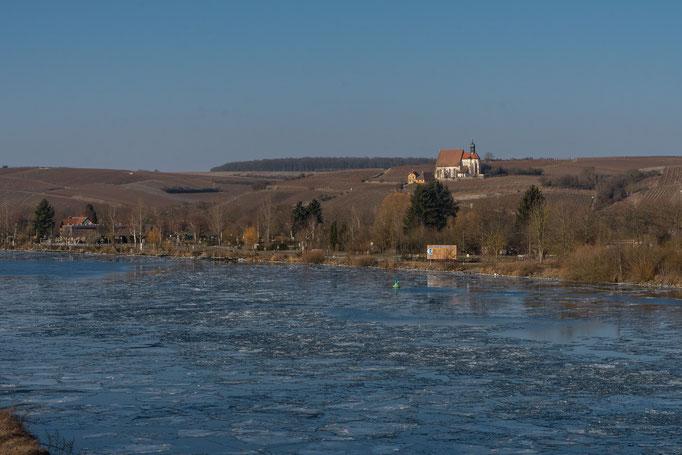 """Blick zur Wallfahrtskirche """"Maria im Weingarten"""" bei Volkach"""