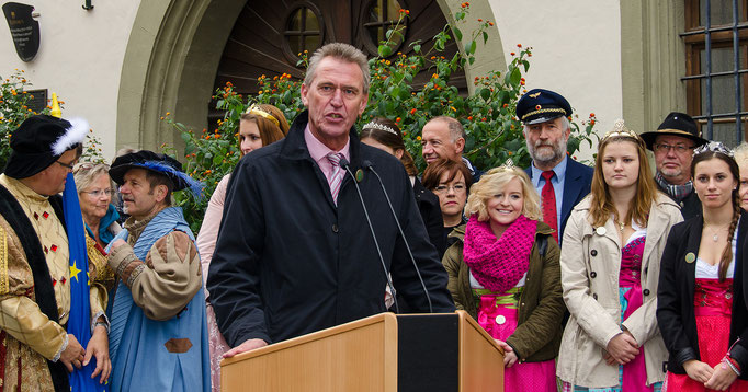 Oberbürgermeister Siegfried Müller bei seiner Ansprache