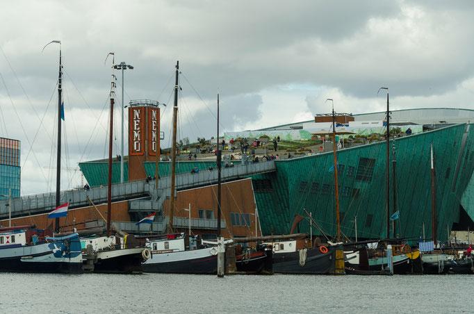 Grachtenrundfahrt in Amsterdam, Sciene Center Nemo