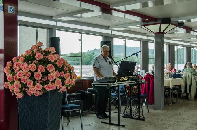 Das Orchester der MS FRANKONIA, Backbordseite