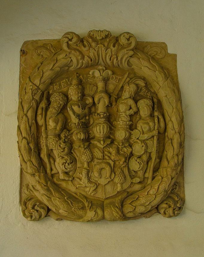 Wappen im Torbereich