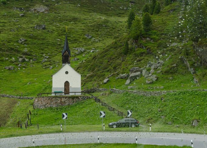 Kleines Kirchlein an der Straße zum Flüelapass