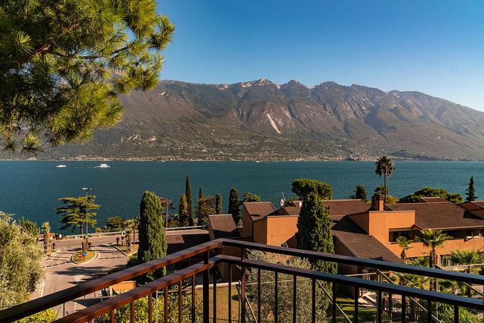 blick aus dem Hotelzimmer über den See nach Malcesine