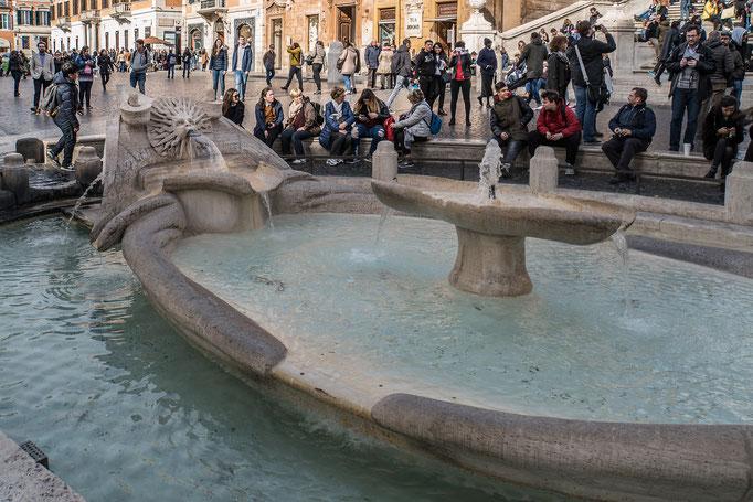 Brunnenanlage am Fuße der Spanische Treppe