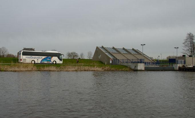 Freilichtmuseum Kinderdijk, Hümmer-Bus am Pumpwerk
