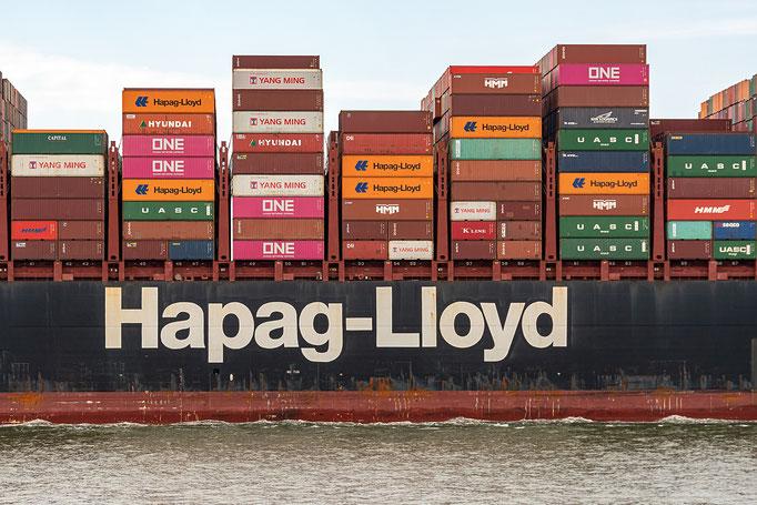 Ausschnittvergrößerung des Containerschiffes