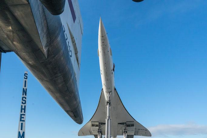links die TU 144, mitte die BAC Concorde