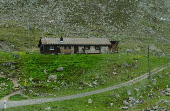 Das kleine Gasthaus an der Flüelapassstraße wartet auf Kundschaft