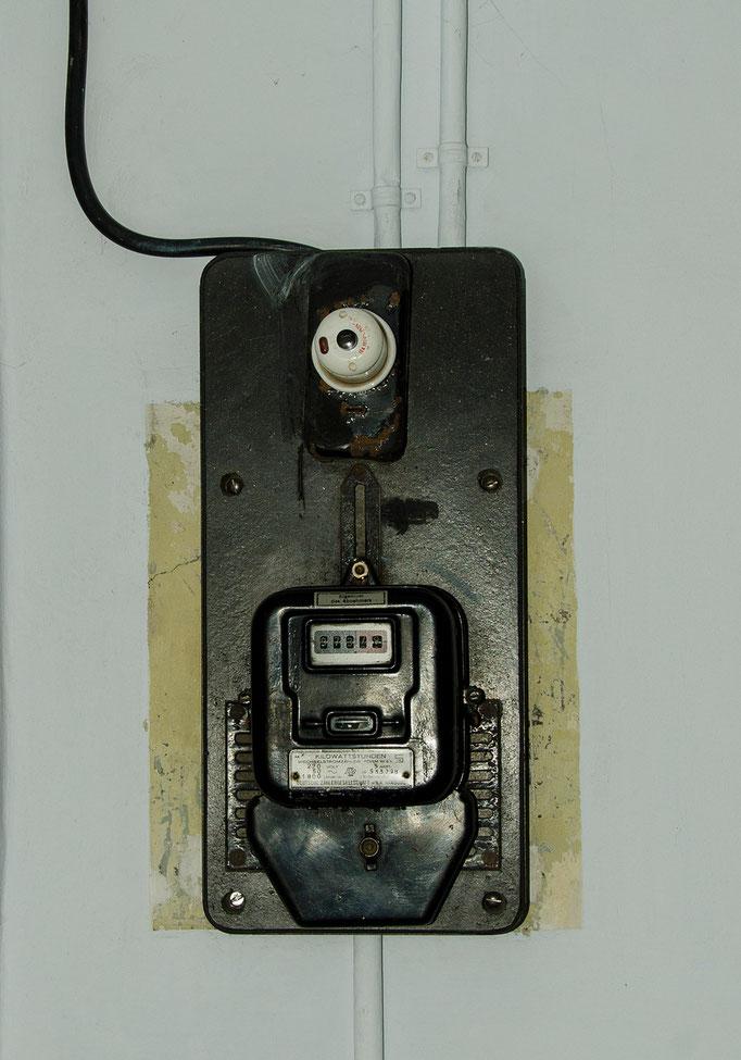 Einfacher Elektroanschluß, ein Wechselstromzähler mit einem abgehenden Stromkreis