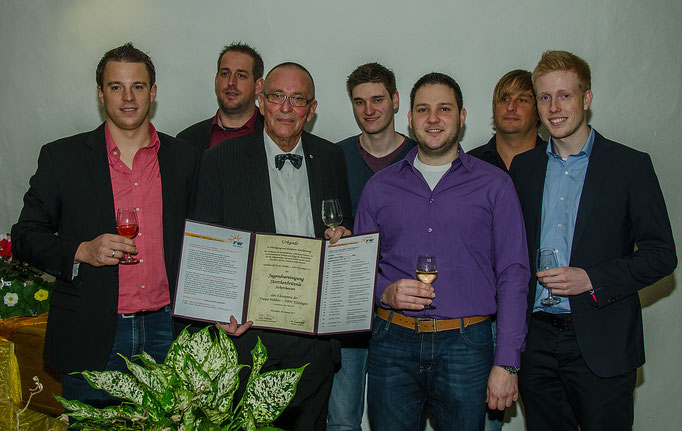 """Eine Abordnung der """"Jugendvereinigung Storchenbrünnle""""  (FW-FBW Kitzingen  Ehrenpreisträger 2015)"""