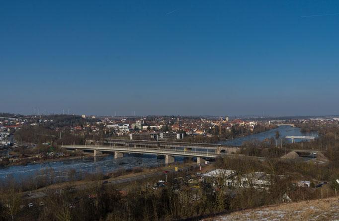 Blick über die Südbrücke zur Stadt Kitzingen