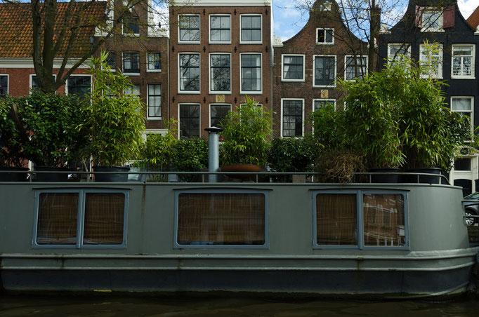 Grachtenrundfahrt in Amsterdam, Hausboot