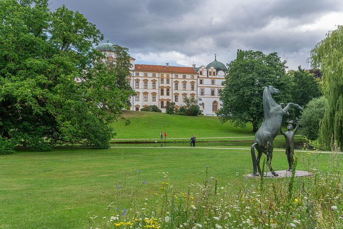 Das Springende Pferd (Wappentier des Landes Niedersachsen) vor dem Celler Schloss