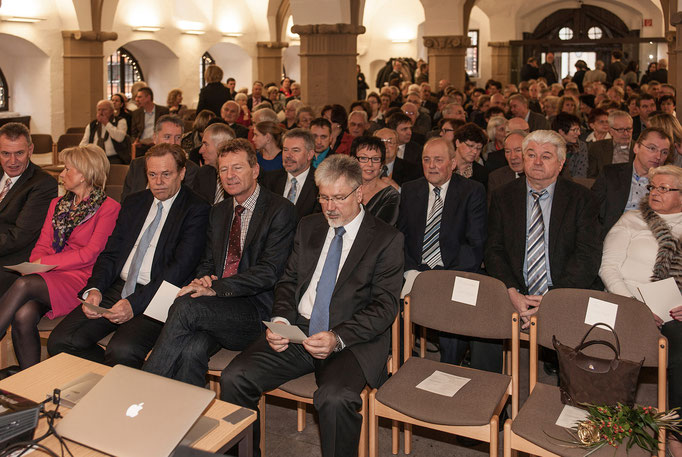 Der Einladung zum Neujahrsempfang sind viele gefolgt und haben in der Rathaushalle Platz genommen