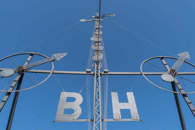 Technische Anlage zur Sturmanzeige:  B für Bremerhaven und H für Helgoland