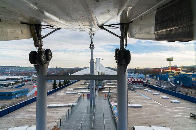 BAC Concorde 101/102, Hauptfahrwerk, vorne die Tupolev TU 144