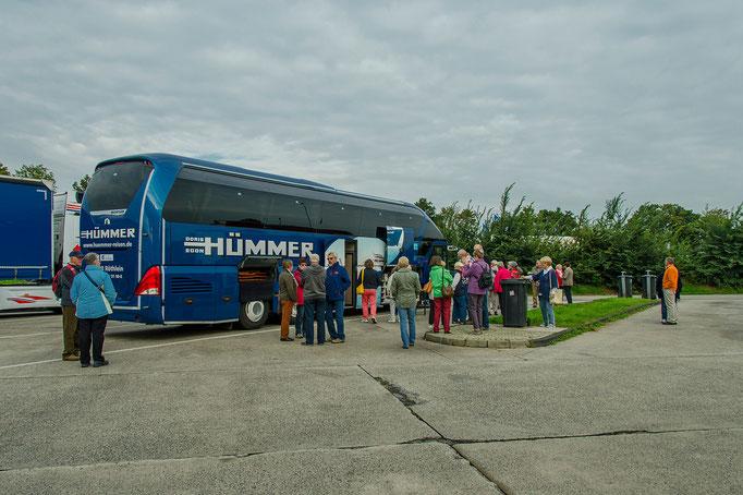 Der Hümmerbus auf der Fahrt  zur Ostsee bei einer kurzen Pause