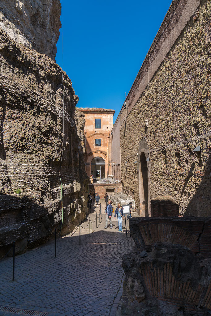 Hinter den dicken Mauern des Castels
