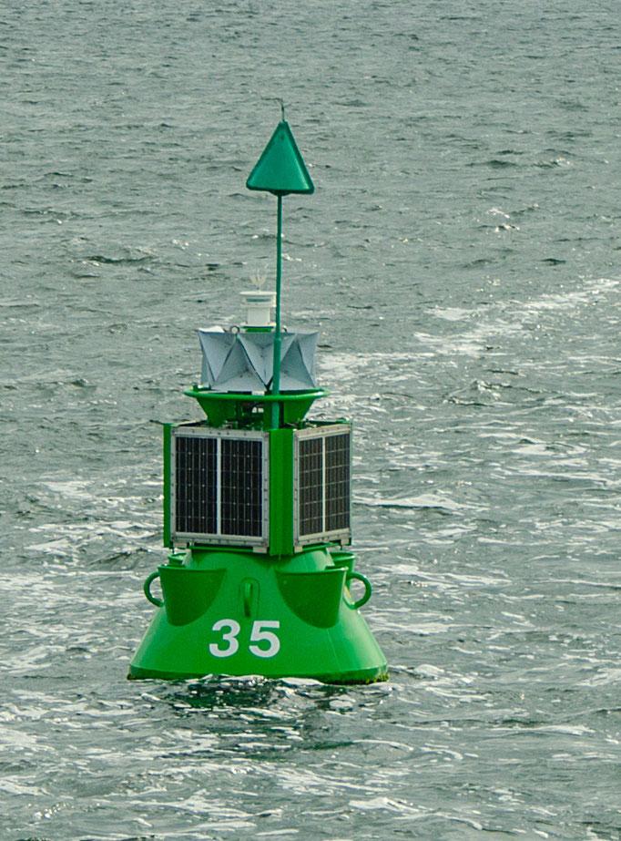 Seezeichen: Steuerbordtonne(grün), rechte Schiffsseite