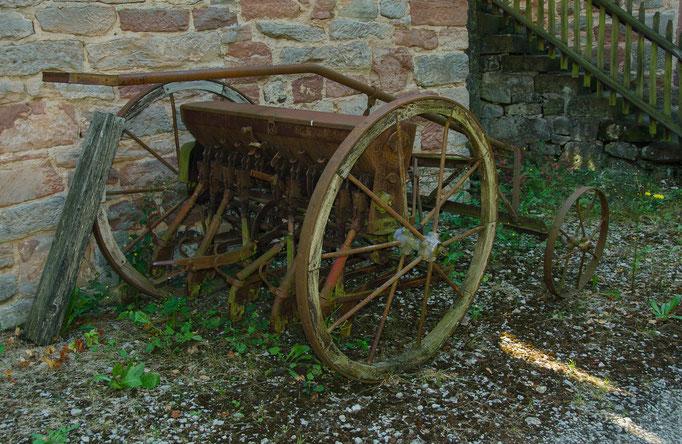 Alte Sämaschine, Bild aus dem Rhöner Museumsdorf Tann