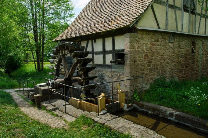 Das Wasserrad als Energielieferant für die Ölmühle