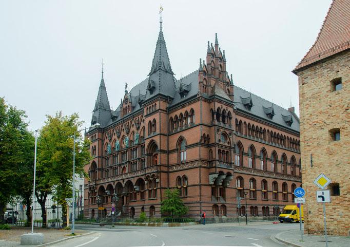 Historisches Ständehaus, das Gebäude wurde in den Jahren 1889 bis 1893 errichtet und ist heute Sitz vom  Oberlandesgericht Rostock