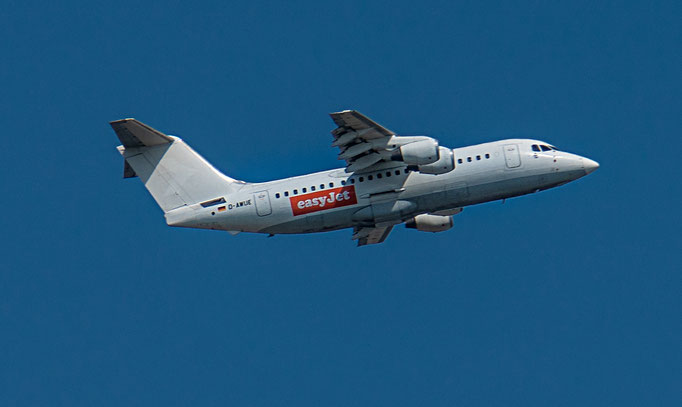 EasyJet ist eine britische Fluggesellschaft und Teil der easyGroup.