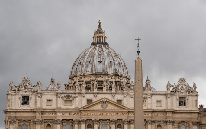 Die Kuppel von Sankt Peter im Vatikan