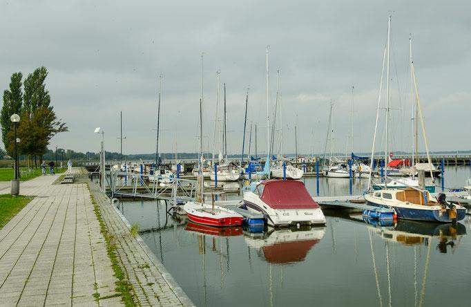 An den Kai- und Hafenanlagen von Ribnitz-Damgarten